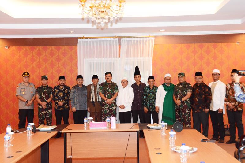 Panglima TNI dan Majelis Dzikir Hubbul Wathon Sulut